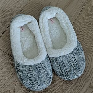 Slippers with rubber sole